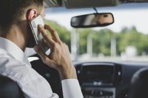 שימוש בטלפון בזמן נהיגה - עבירה שרבים מבצעים, מה הדין?